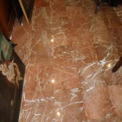 suelo en marmol rojo pulido