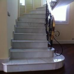 escaleras mármol blanco